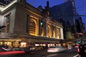 Night view of New York City's Grand Central Terminal