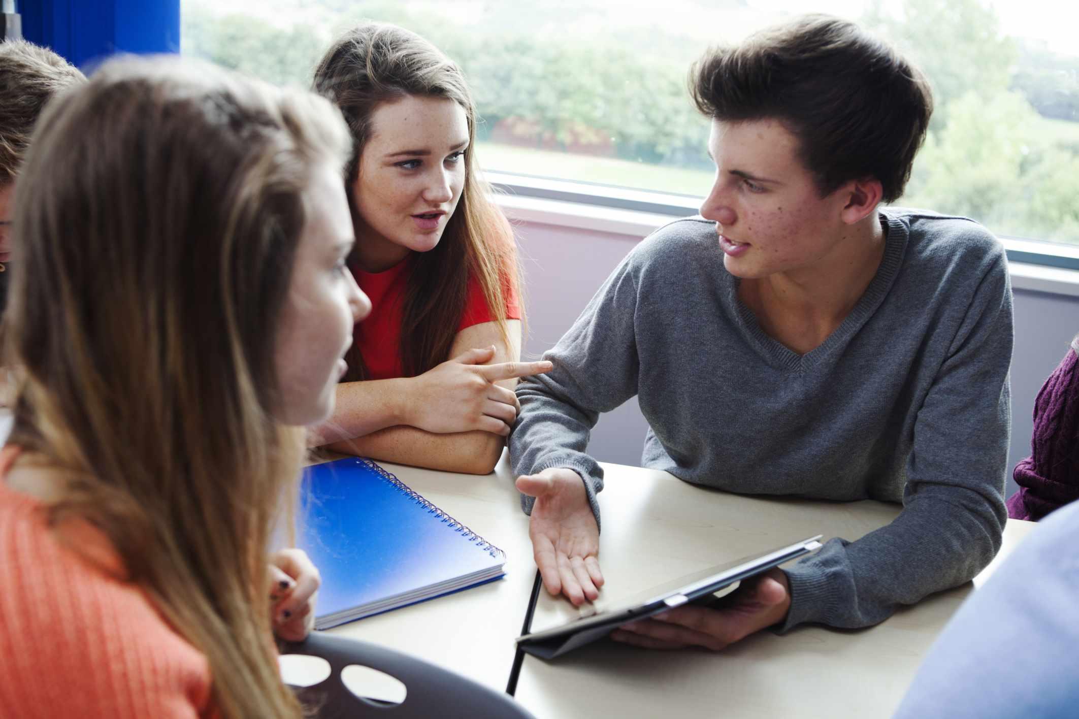Jugendliche in der Klasse