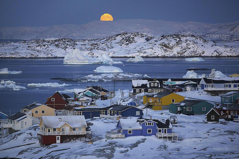 Full moon,icebergs & colourful houses in Ilulissat