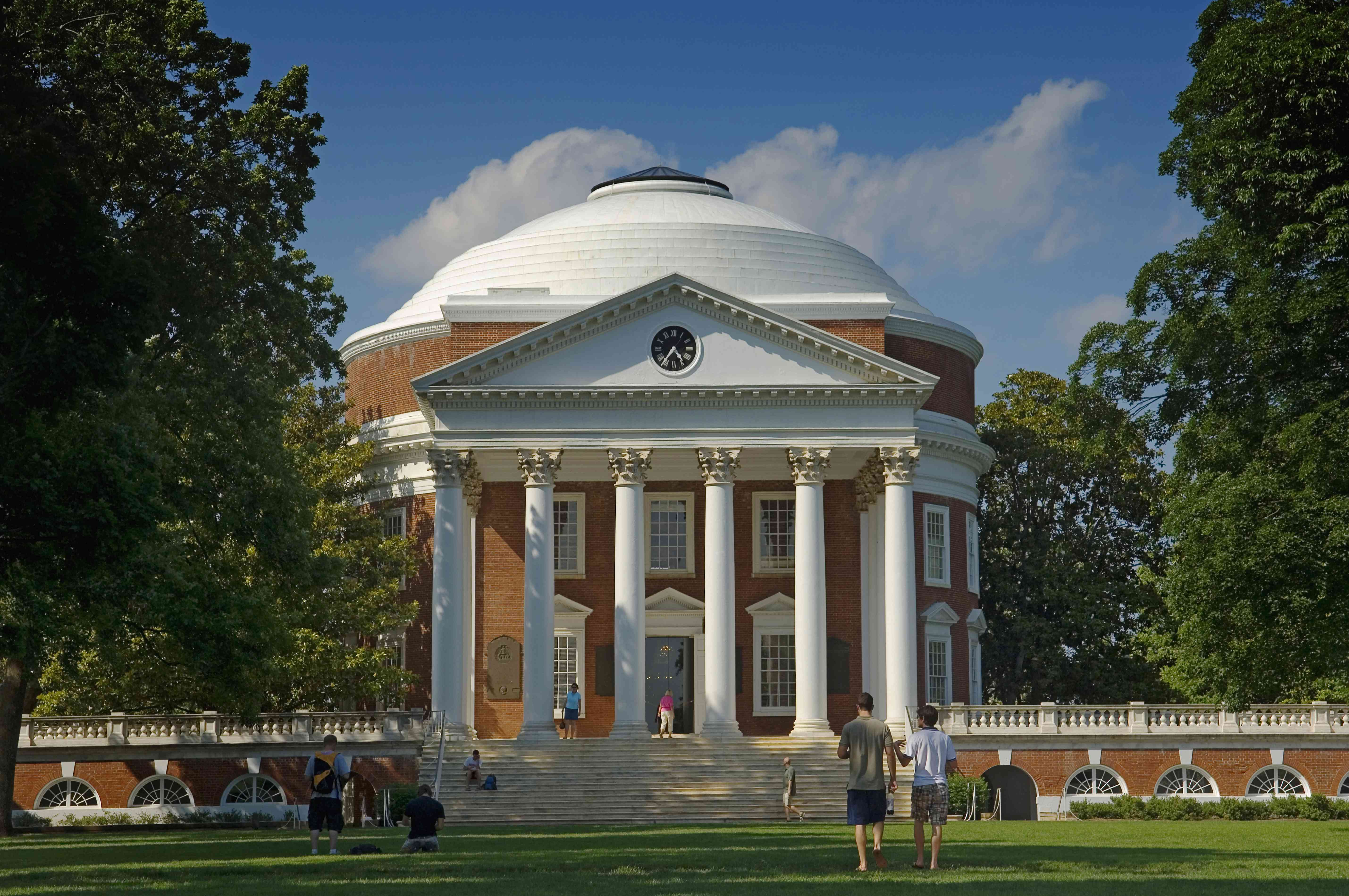 USA, Virginia, University of Virginia Rotunda and academical village. Founded by Thomas Jefferson; Charlottesville