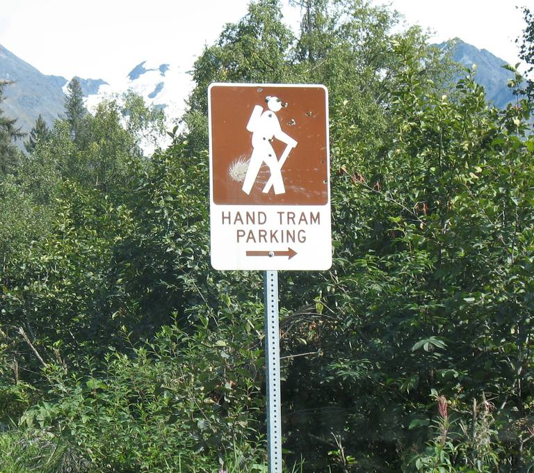 guide sign with hiking figure