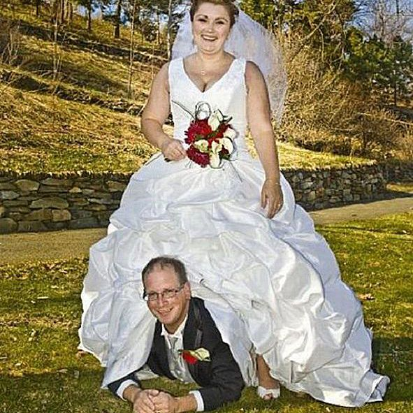 20 Of The Weirdest Funniest Wedding Photos Ever Taken