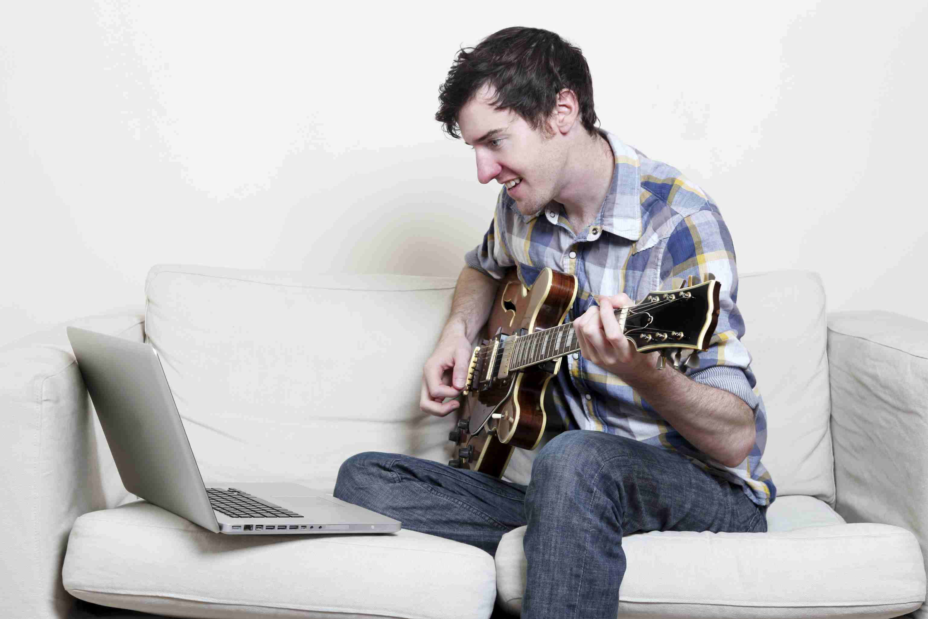 Learning Major Scale Patterns And Sus4 Chords On Guitar