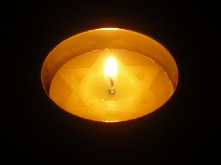 Yarzheit Candle