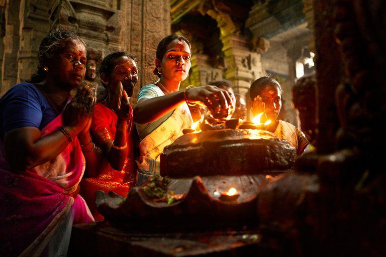 Hindu worshippers
