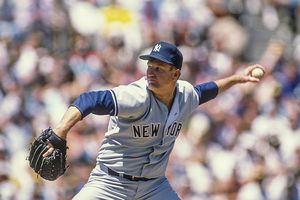 Tommy John #25 of the New York Yankees, 1989