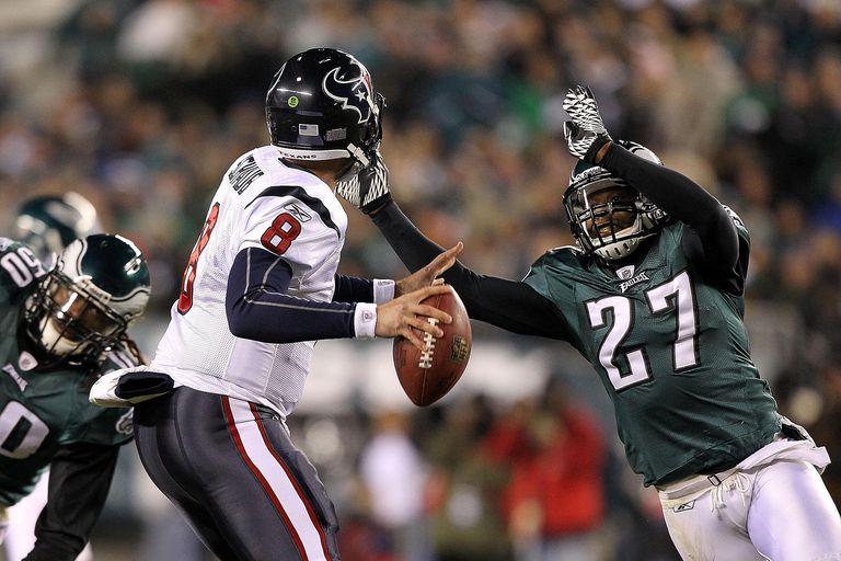 A Philadelphia Eagle blitzing a quarterback