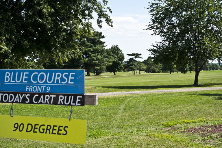 Sign at East Potomac Golf Course alerting golfers to the 90-degree rule
