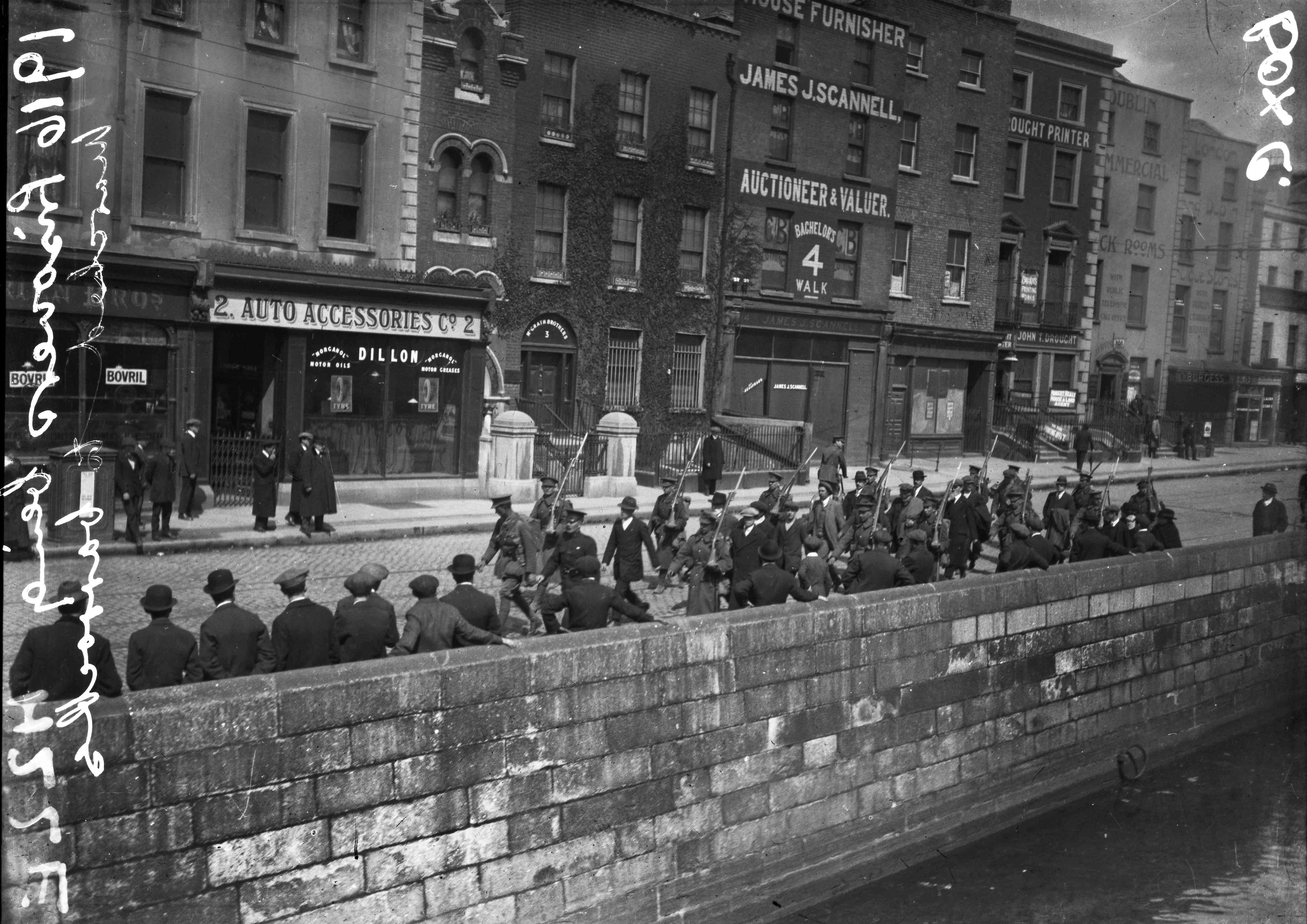 Irish rebel prisoners being marched through Dublin in 1916.