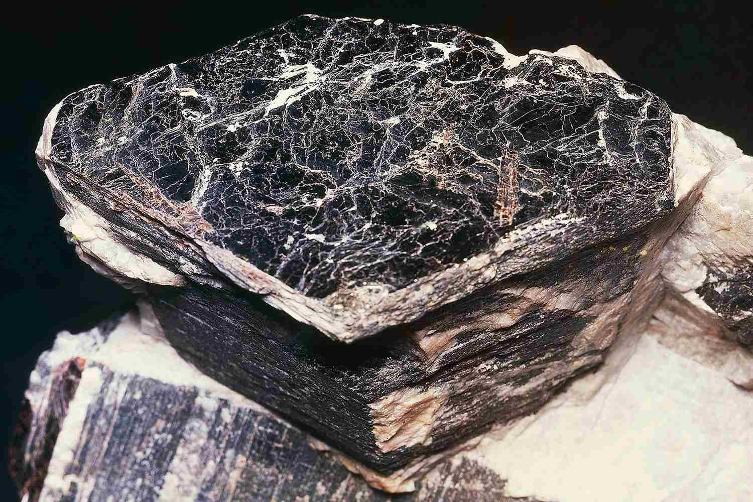 How to Identify Black Minerals