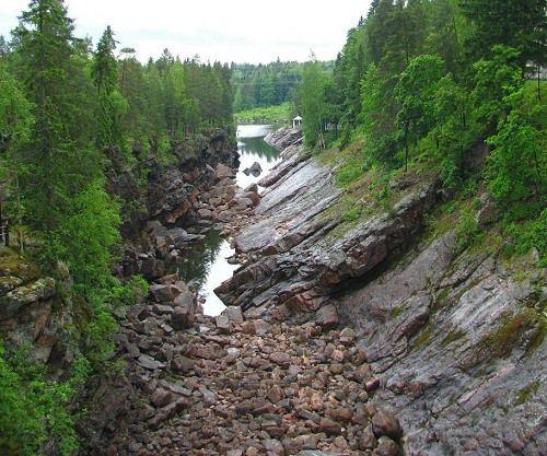 Narrow water-cut depressions