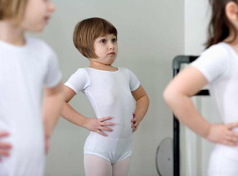 Girls (4-6) in ballet class.