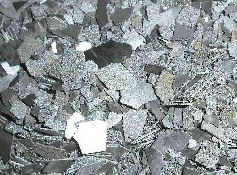 Electrolytic manganese flakes