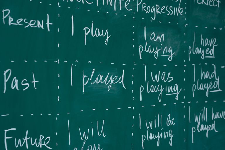 Different tenses of the verb 'play'