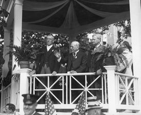 Gompers (center) with President Woodrow Wilson (left) and US Secretary of Labor William Bauchop Wilson (right) at a Labor Day Rally