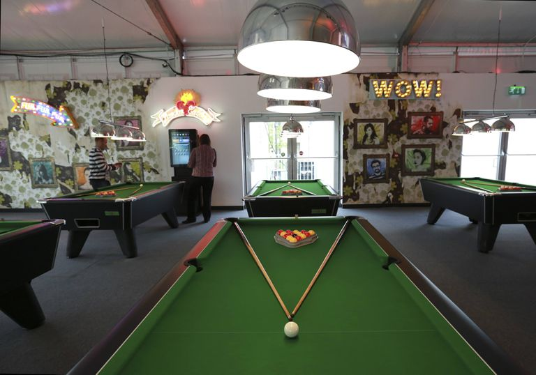 The Difference Between English And American Pool Tables - English pool table