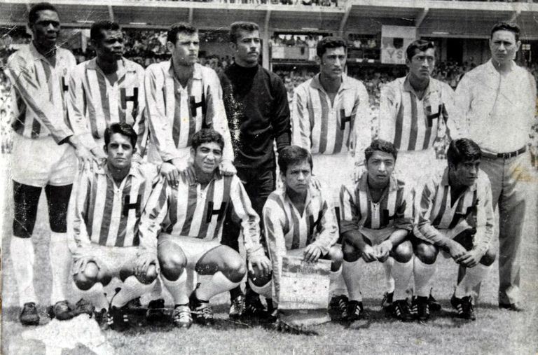 Black and white photograph of the Honduran national team at the World Cup in 1970.