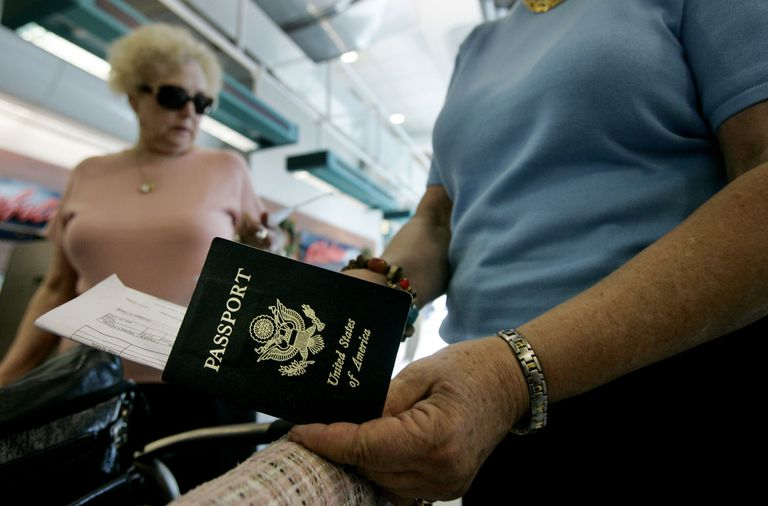 Person holding a US Passport