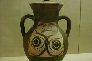 Amphora from c. 530 B.C.; attributed to the Ivy Painter. At the Boston Museum of Fine Arts.