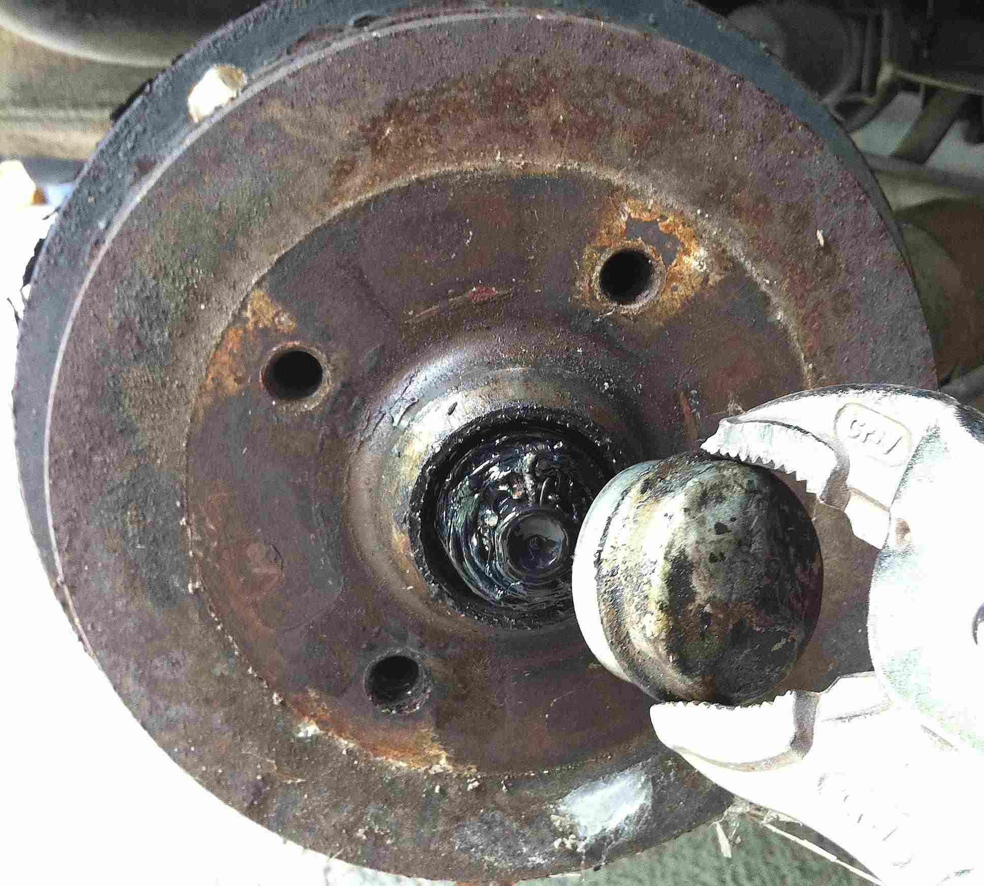 How To Replace A Rear Brake Cylinder