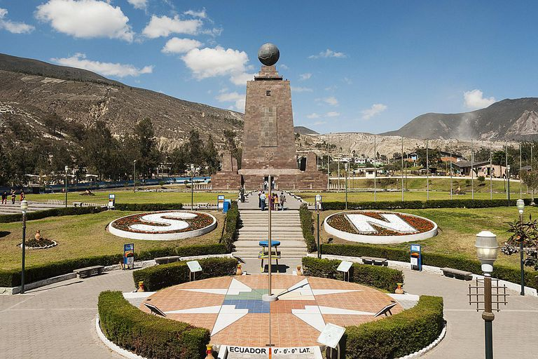 Important lines of latitude and longitude equator monument gumiabroncs