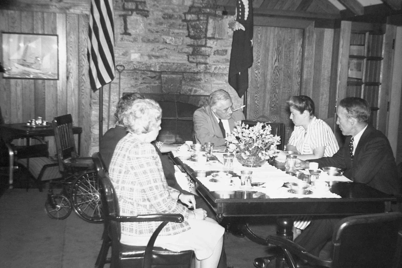 foto del presidente Roosevelt en un retiro conocido como Shangri-La