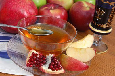 Rosh hashanah and yom kippur greetings pomegranate apples and honey m4hsunfo