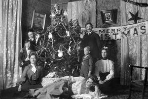 Victorian Christmas scene, ca. 1895.