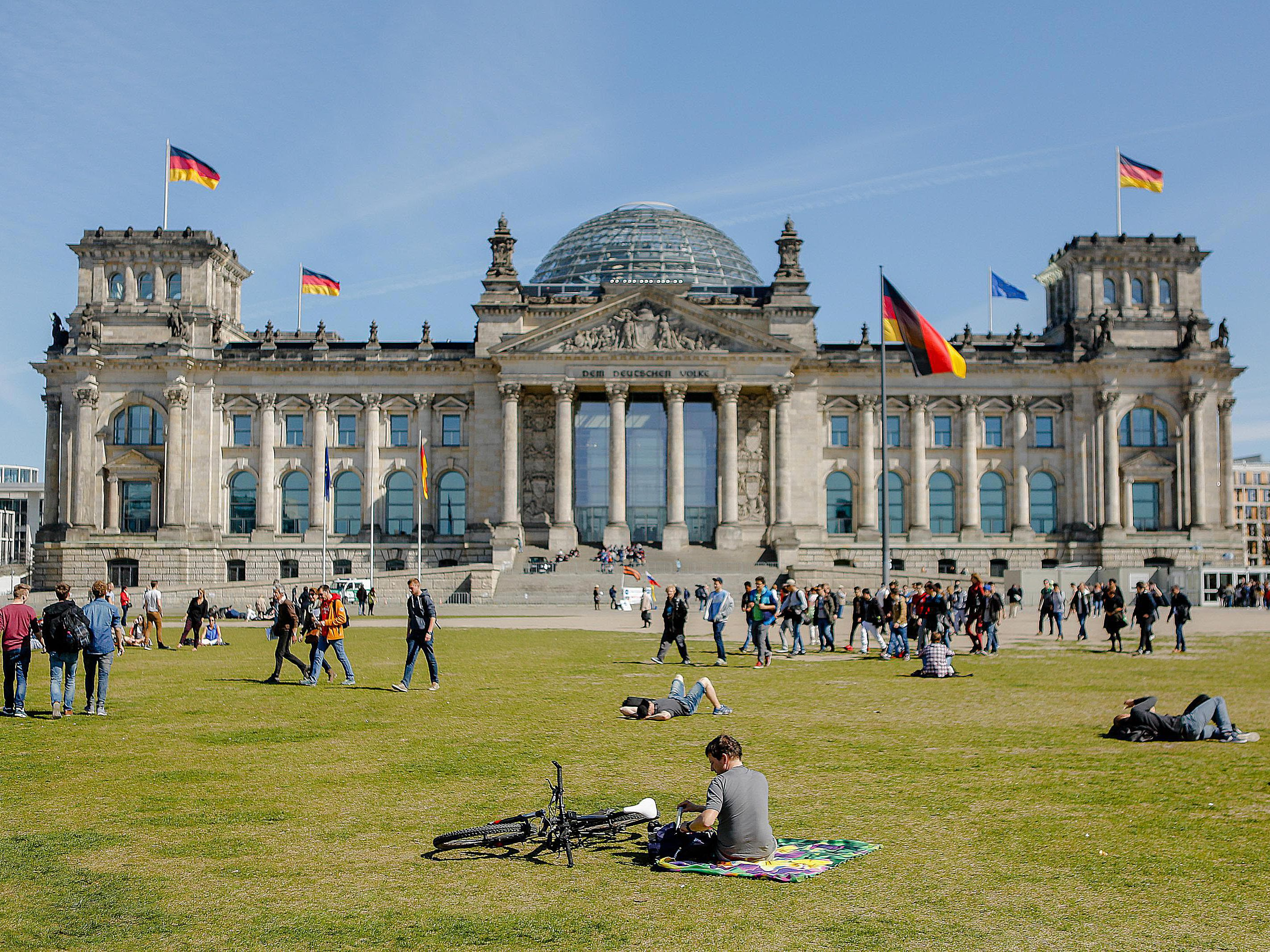 Image of: Germany S Capital Moves From Bonn To Berlin