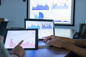 Using Screens With Graphs and Charts in Business Meeting