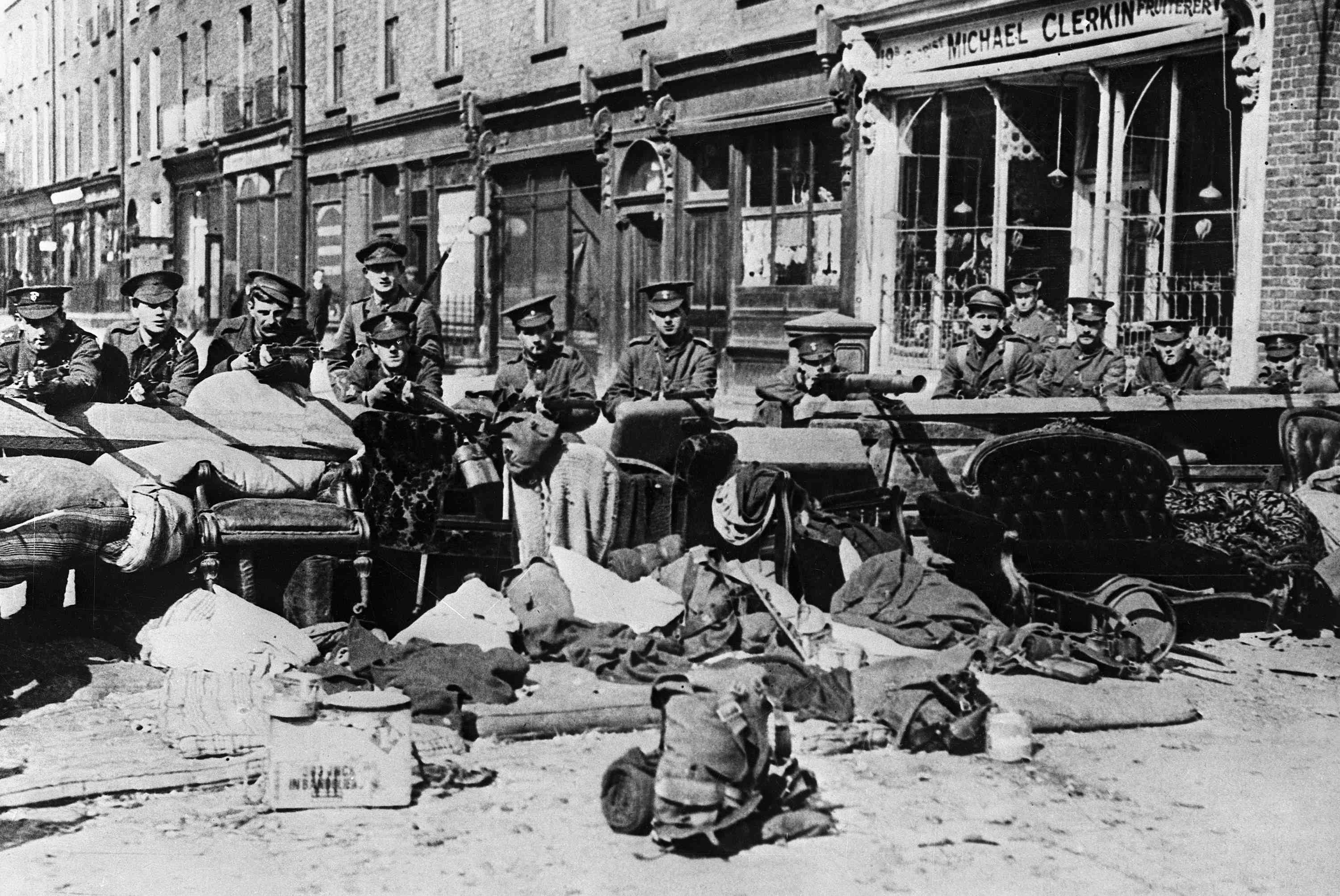 photo of British troops during 1916 Easter Rising in Dublin