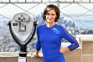 Elizabeth Vargas And David Muir Visit The Empire State Building To Celebrate The 40th Season Of