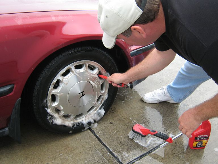 How to wash a car - wheels