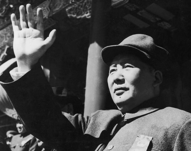 Mao Zedong, Founder oMao Zedong waves to his supportersf the People's Republic of China
