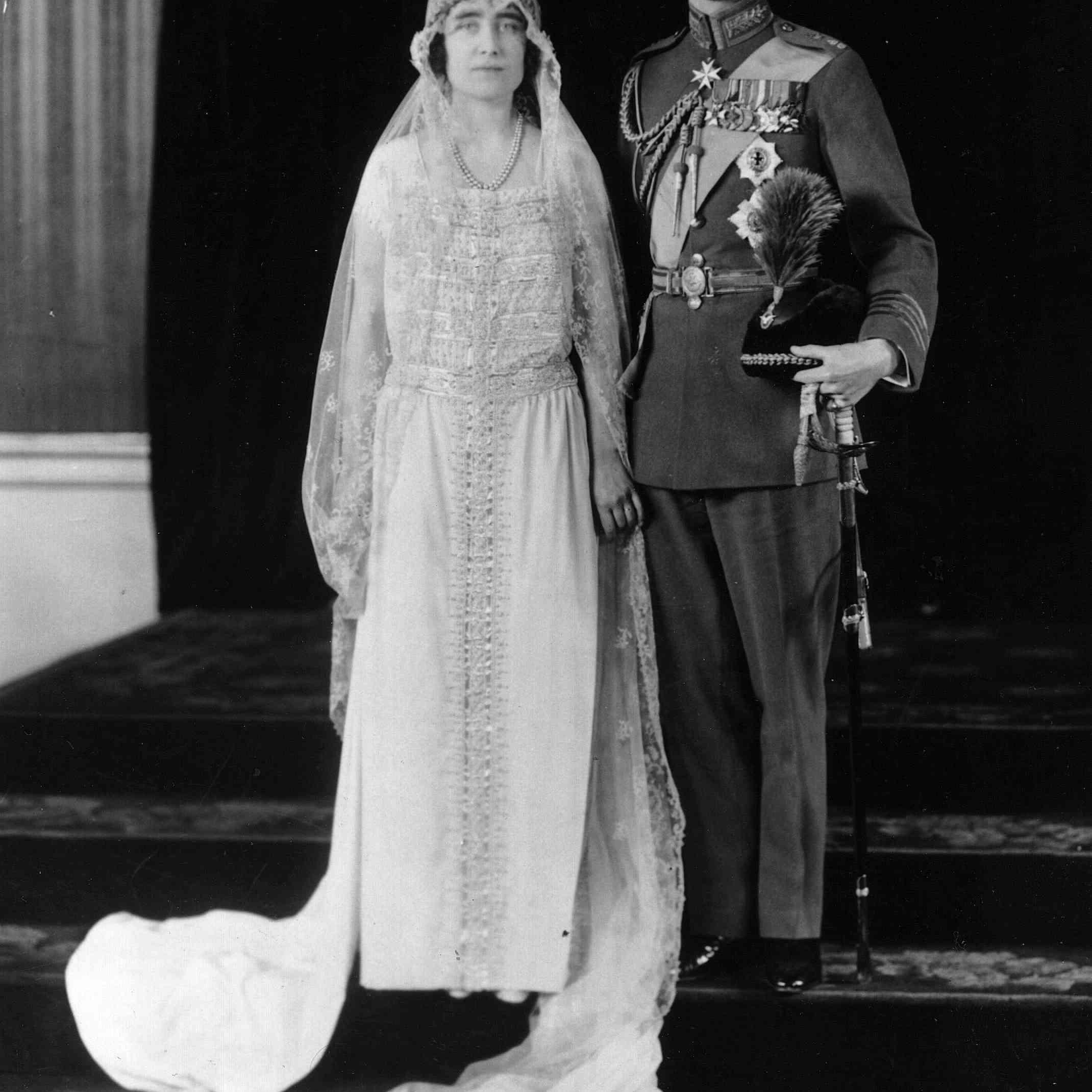 ジョージ6世、エリザベス・ボウズ・リヨン夫人との結婚式の日。