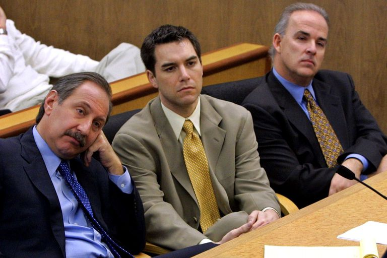 Scott Peterson flanked by his lawyers in court
