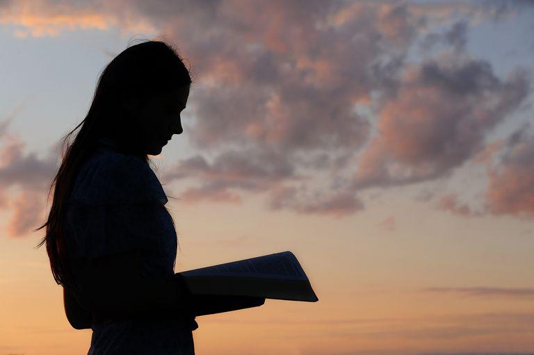 teen girl reading