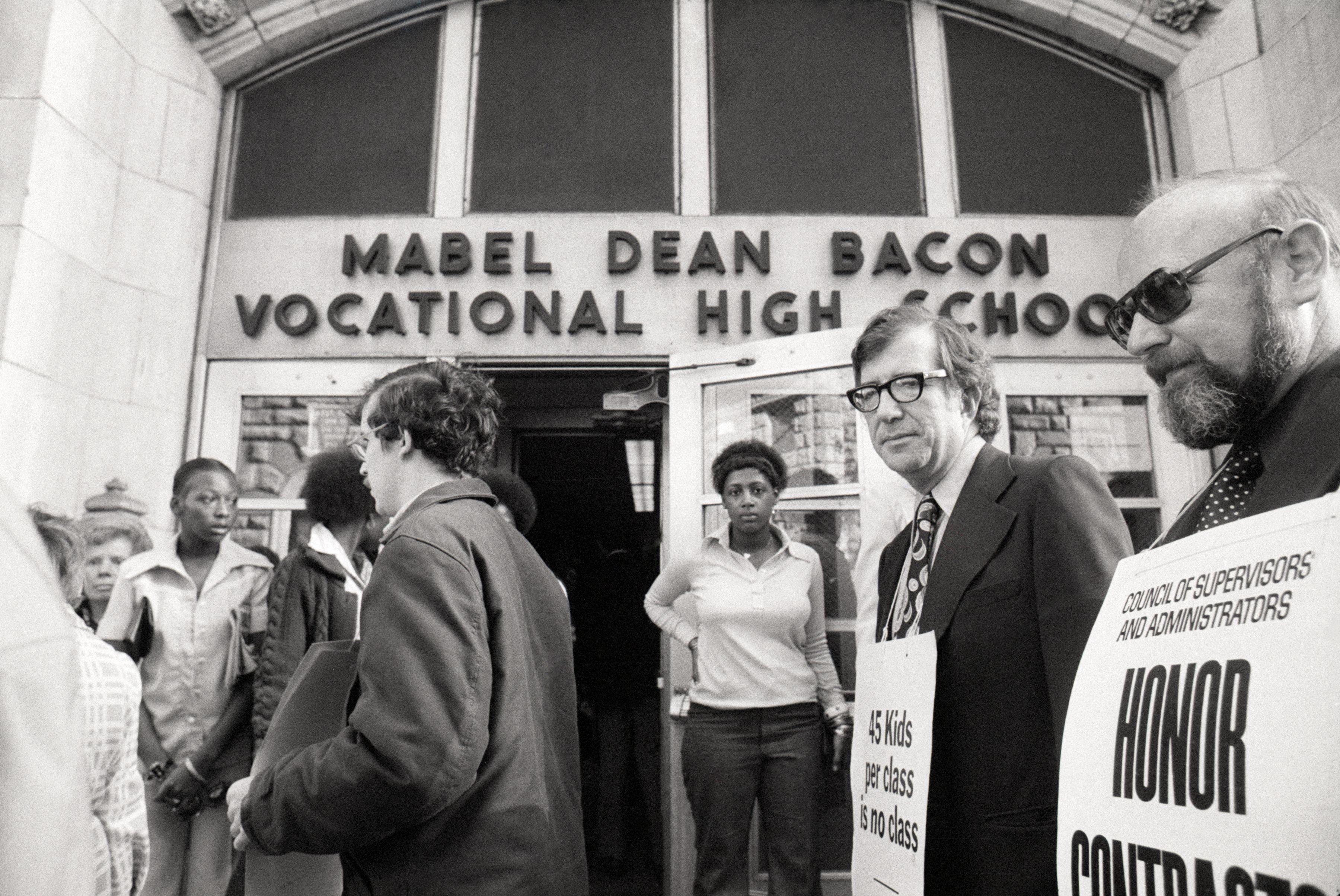 Union Leaders and Teachers Picket School