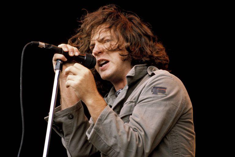 Eddie-Vedder-Mick-Hutson-Redferns-Getty-Images.jpg