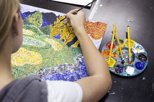 artist stippling while painting