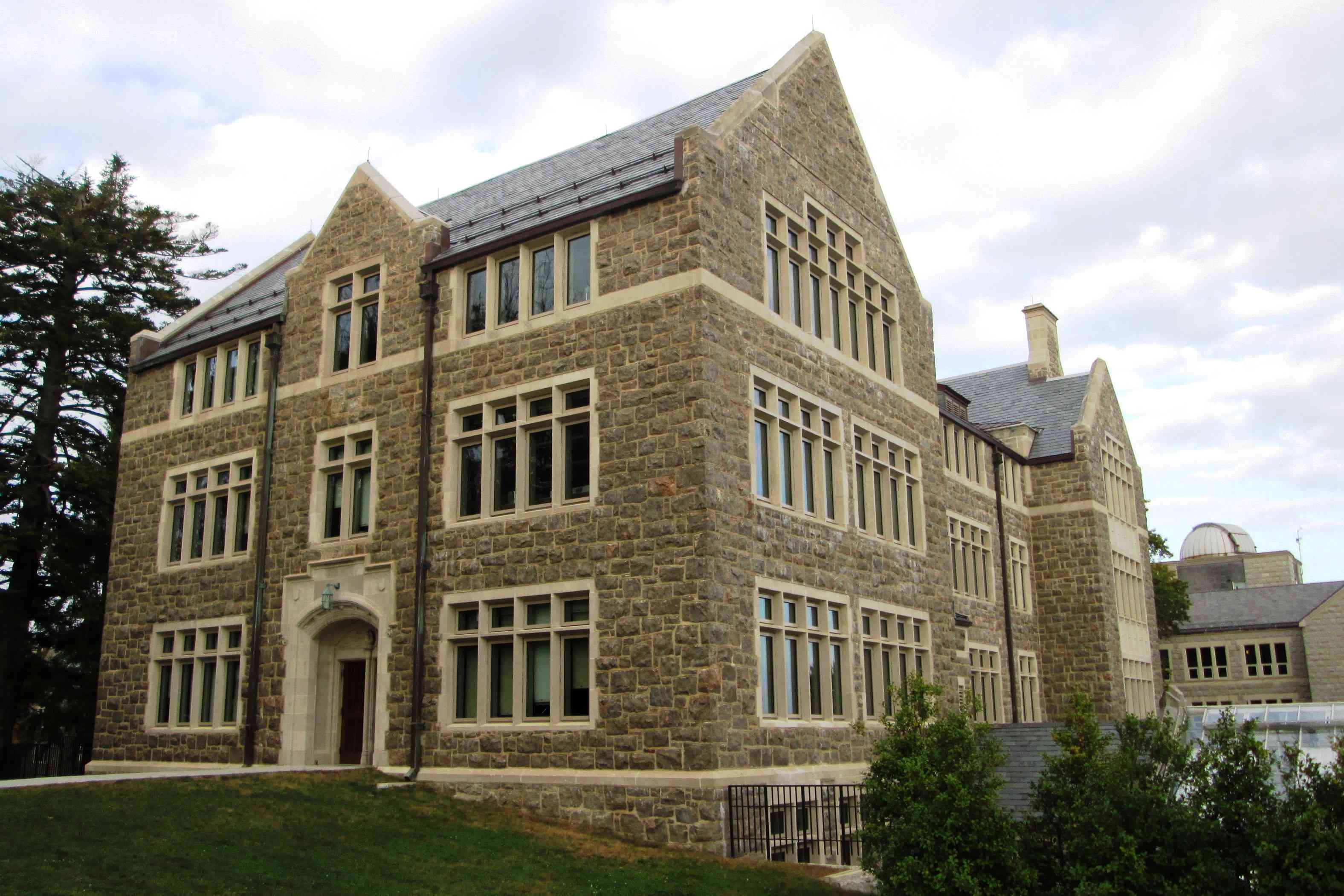Fanning Hall at Connecticut College