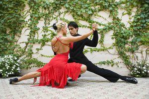 Dancing the tango / bailando tango