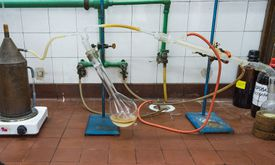 Tubes and equipment for distilling steam.