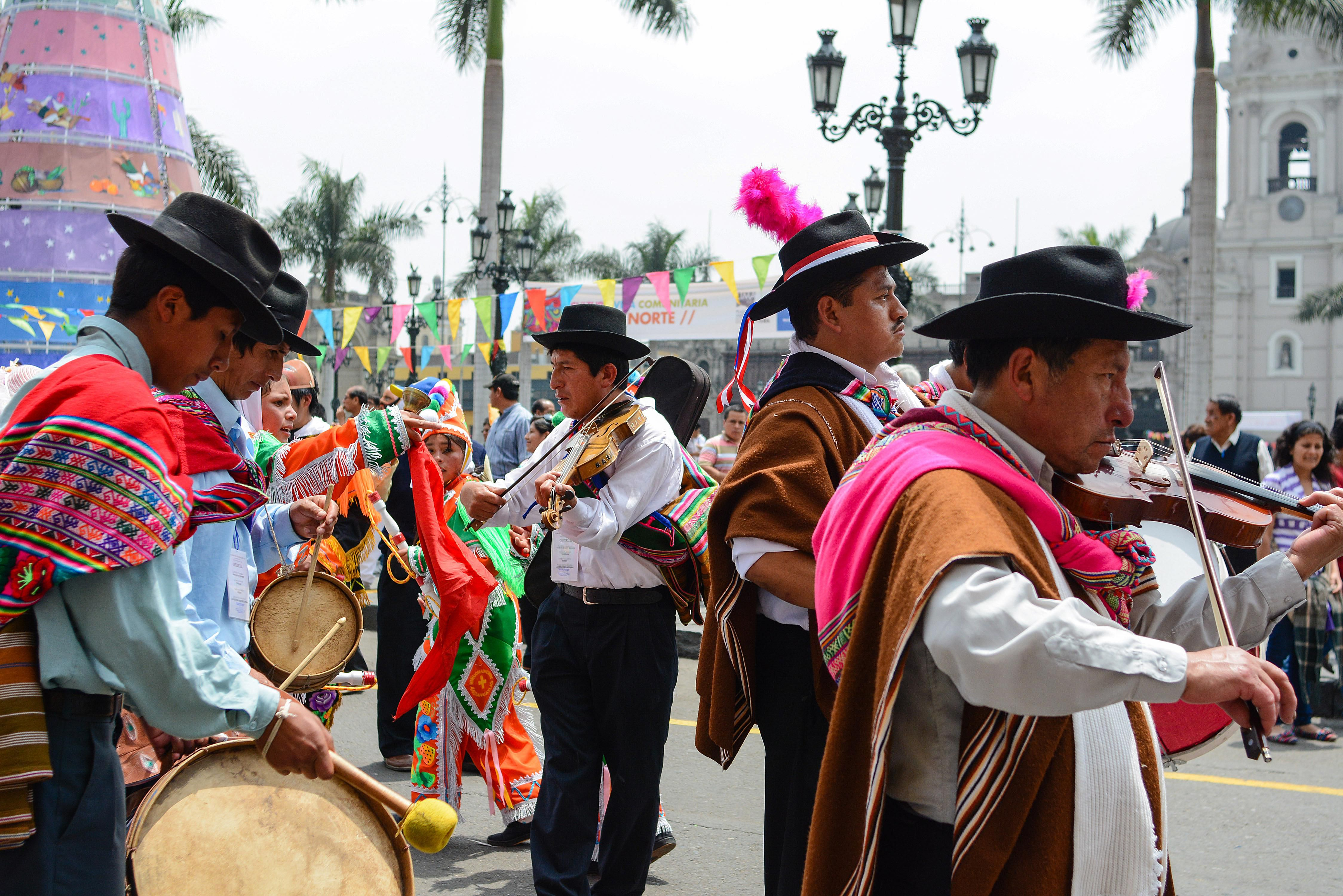 musicians in Lima