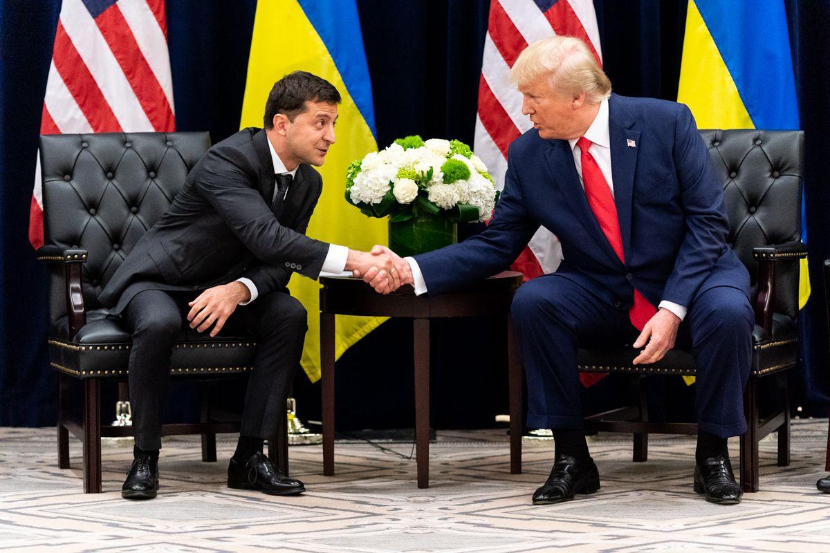 Donald Trump shakes hands with Ukranian President Zelensky