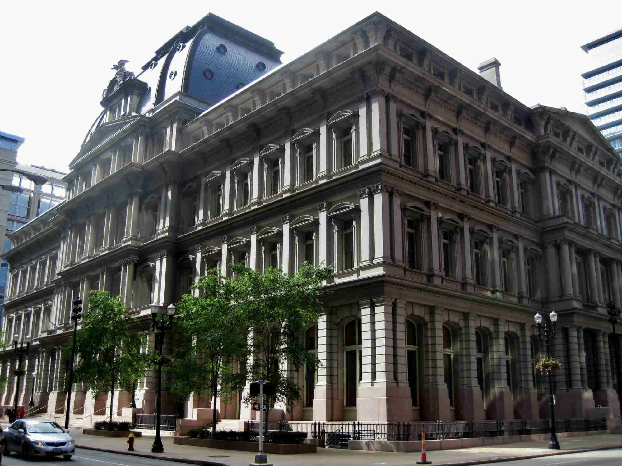 Photograph of the old four-story post office in downtown St. Louis, Missouri.