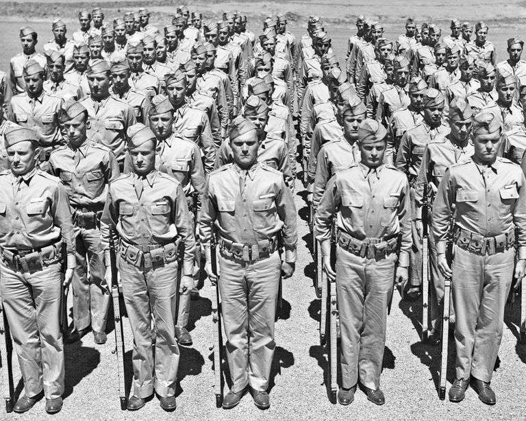 1940s ROWS OF AMERICAN...