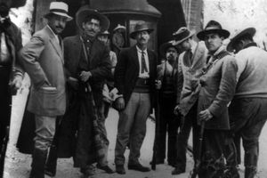 Pascual Orozco (center) and others