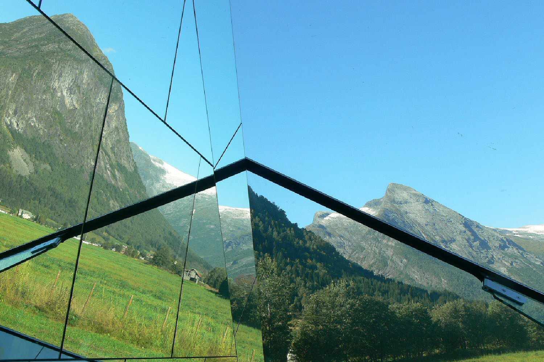 ανεμπόδιστη θέα μέσα από το ποτήρι του ορεινού εδάφους