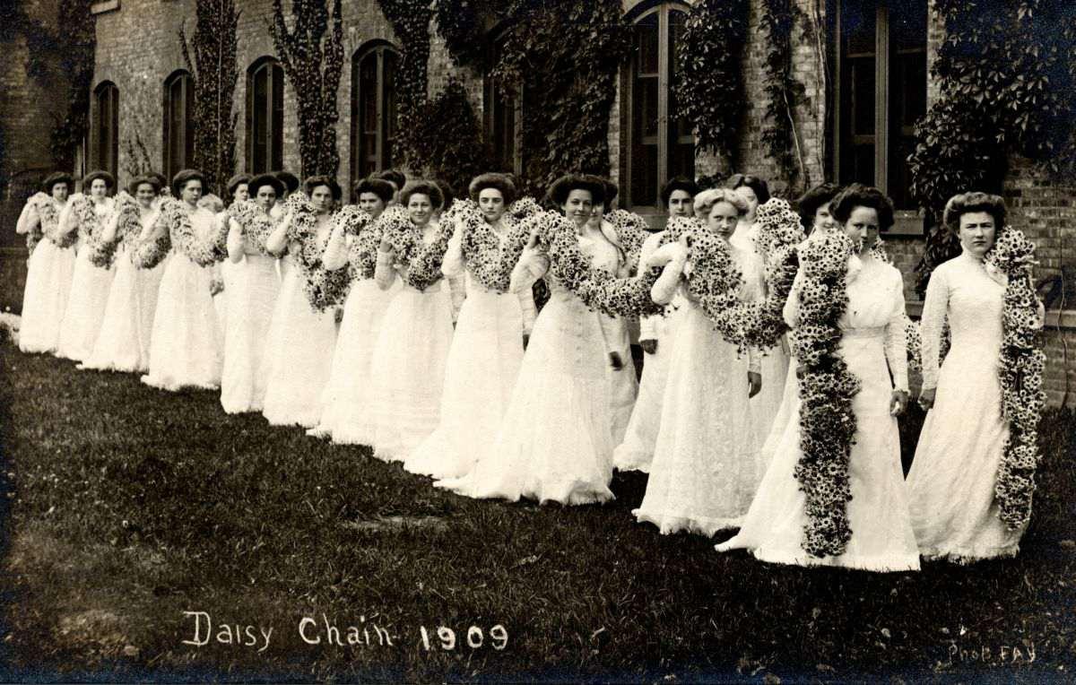 Vassar College Daisy Chain commencement
